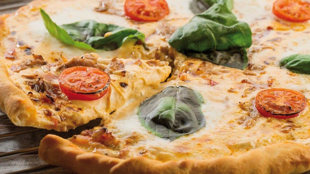 Cheese red pesto pizza