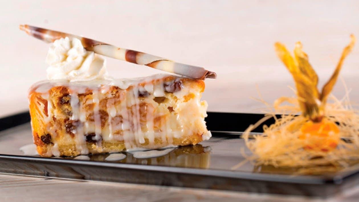Cheesecake con pasas, ciruelas y chocolate blanco