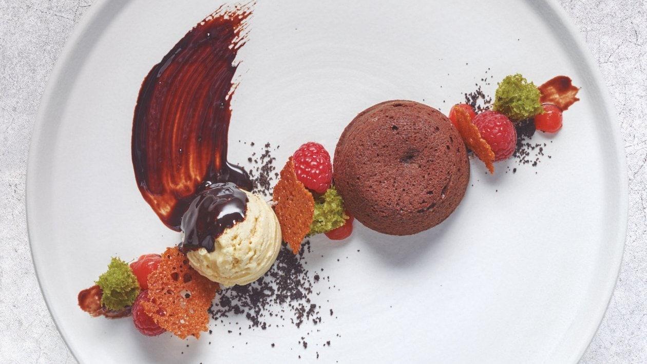 Coulant De Chocolate Con Bizcocho De Té Matcha Y Helado De Vainilla Receta Unilever Food Solutions