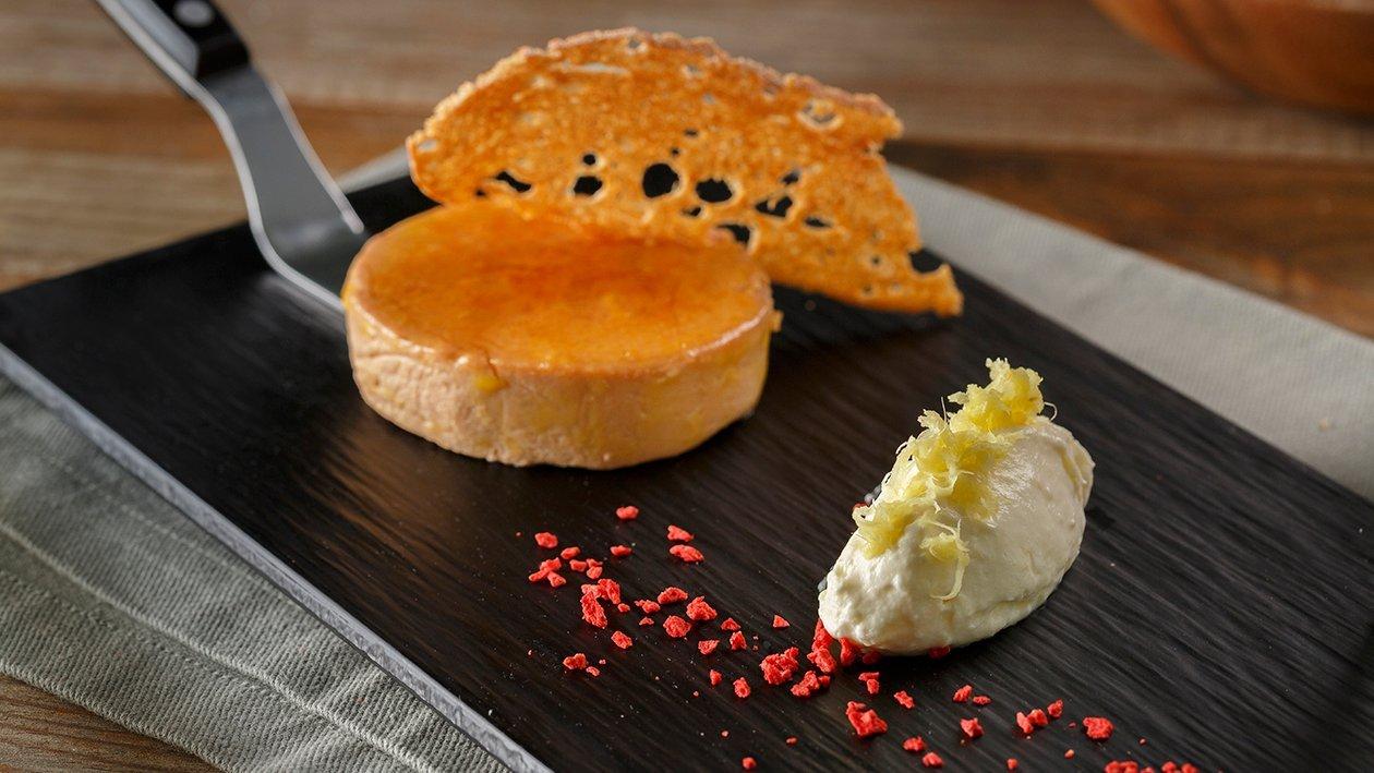 Micuit de foie con quenelle de jengibre y queso de vino dulce