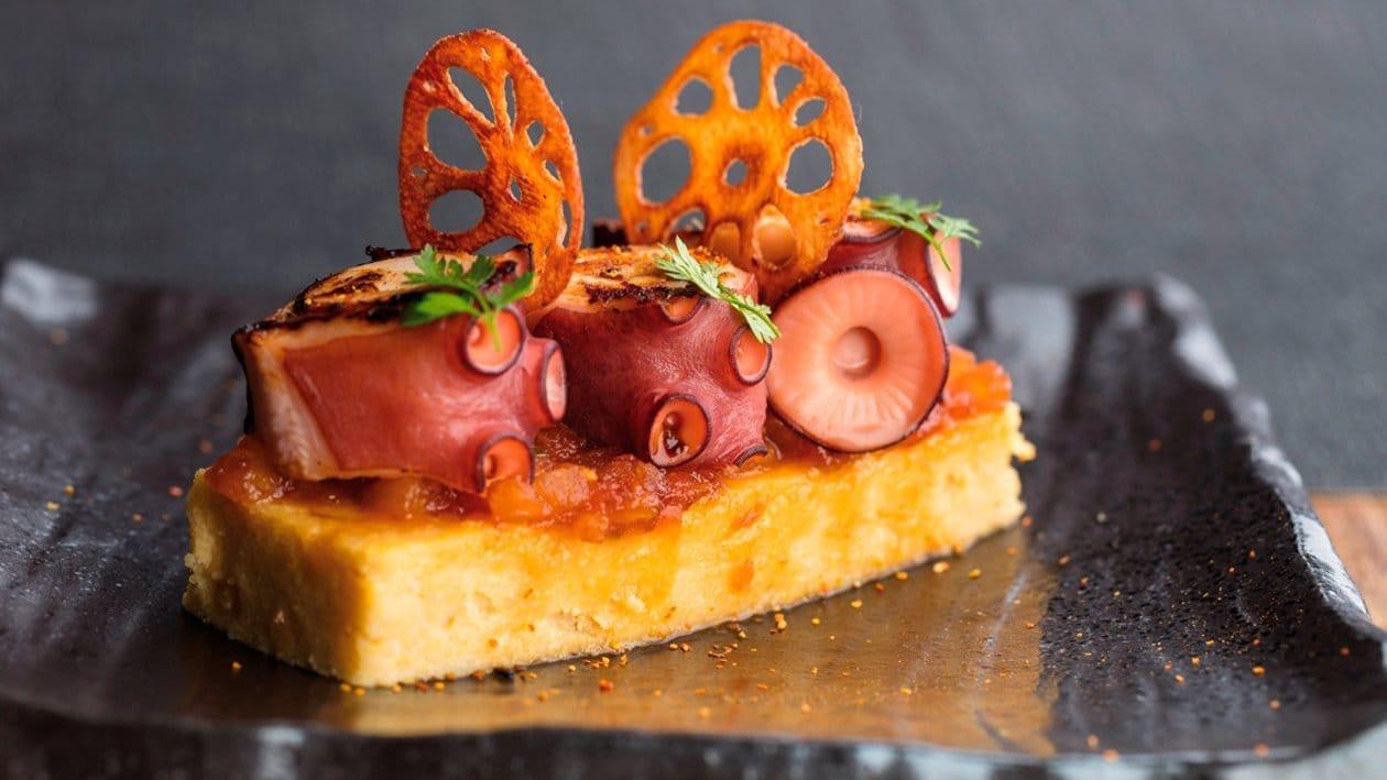 Pulpo, polenta, compota de tomate y alioli de pimentón