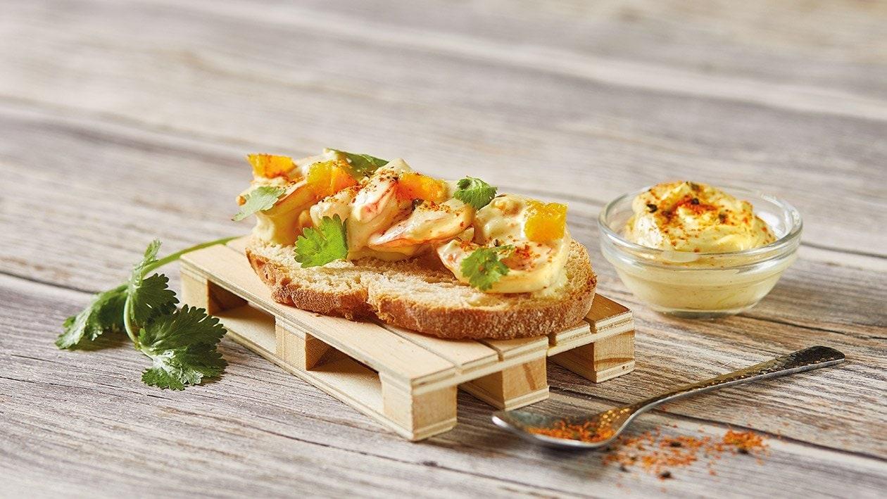 Tosta de langostinos con mayonesa de curry y coco